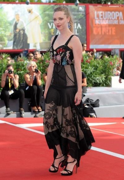 Аманда Сейфрид на премьере фильма на Венецианском кинофестивале