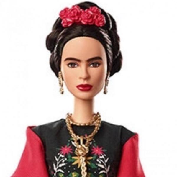 Сальму Хайек возмутила новая кукла Барби